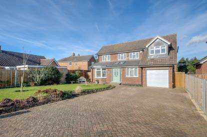 4 Bedrooms Detached House for sale in Princes Road, Bromham, Bedford, Bedfordshire