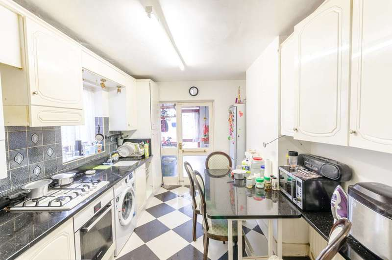 3 Bedrooms House for sale in St Marys Road, Leyton, E10