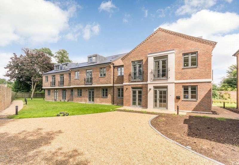 2 Bedrooms Flat for sale in Crown Lane, Farnham Royal, Slough, SL2