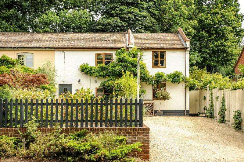 4 Bedrooms Cottage House for sale in Ringland Road, Taverham, Norwich