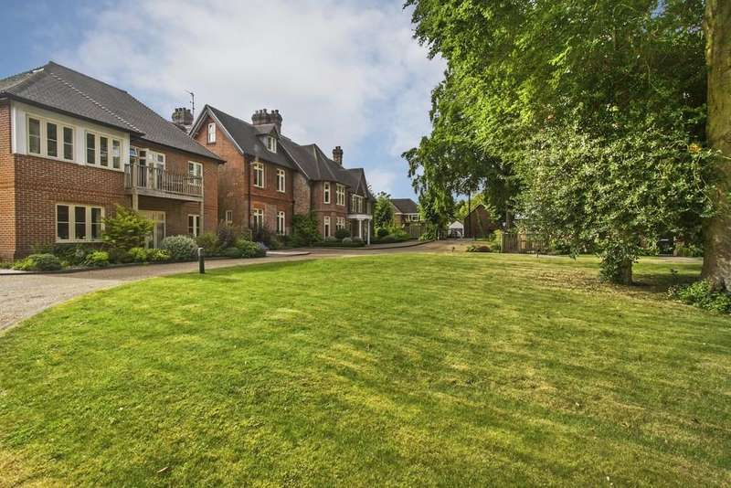 2 Bedrooms Ground Flat for sale in Milesdown Place, Northbrook Avenue, Winchester, SO23