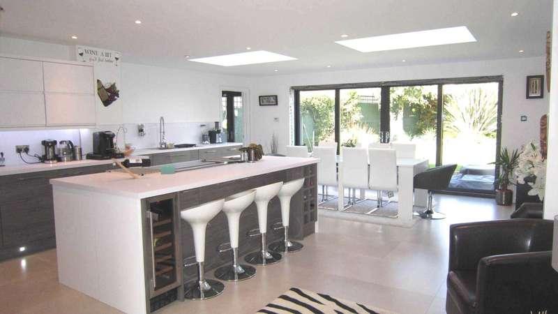 4 Bedrooms Semi Detached House for sale in Lichfield Road, Bracebridge Heath, Lincoln, LN4 2SS