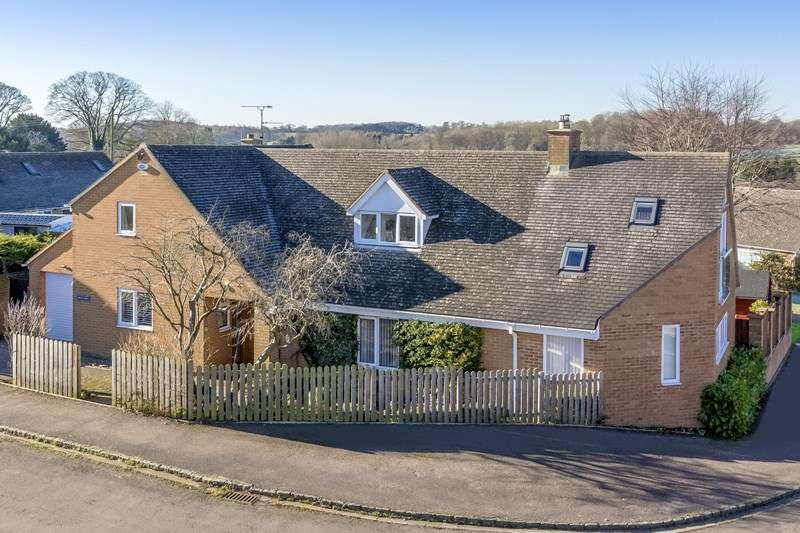 5 Bedrooms Detached House for sale in Metcalf Close, Drayton, Banbury