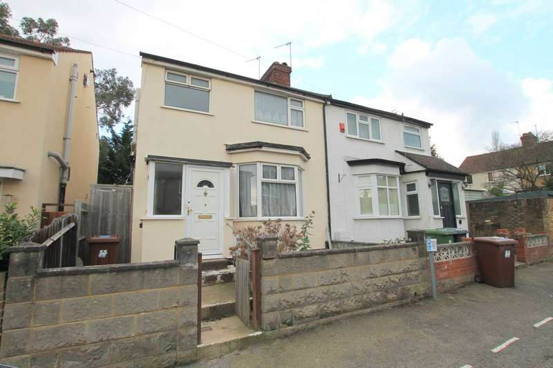 3 Bedrooms Semi Detached House for sale in William Street, Bushey