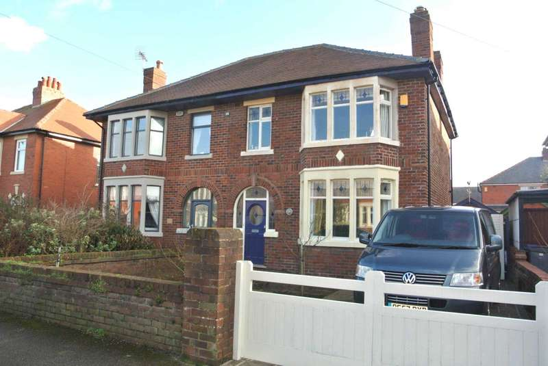 3 Bedrooms Semi Detached House for sale in St Lukes Road, Blackpool, FY4 2EJ