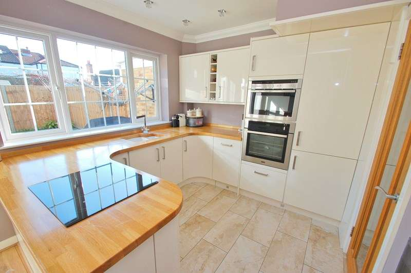 3 Bedrooms Terraced House for sale in The Avenue, Alverstoke, Gosport