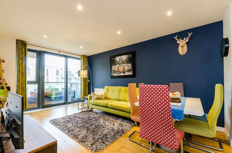 3 Bedrooms Flat for sale in Harford Street, Stepney, E1
