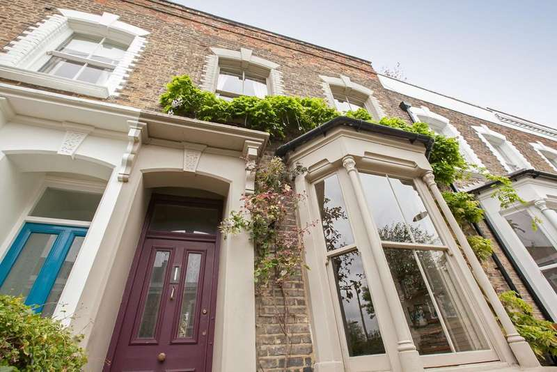 3 Bedrooms Terraced House for sale in Harcombe Road, London