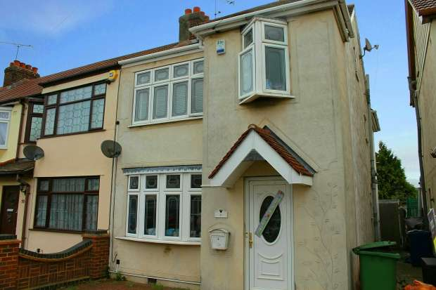4 Bedrooms Terraced House for sale in Grove Park, Rainham, Essex, RM13 7DA