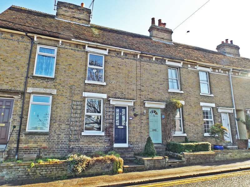 2 Bedrooms Terraced House for sale in Hedingham Road, Halstead, Essex, CO9