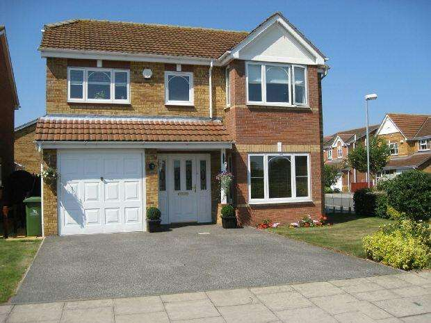 4 Bedrooms Detached House for sale in Lea Drive, GRIMSBY