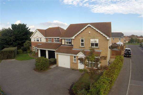 4 Bedrooms Detached House for rent in Spitfire Way, Hamble, Southampton