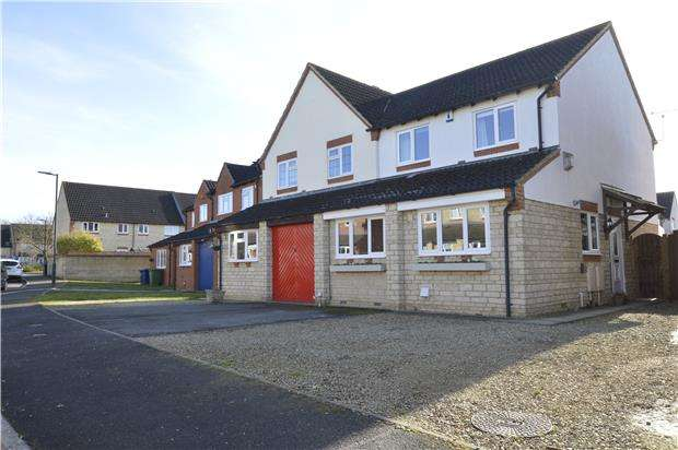 3 Bedrooms Semi Detached House for sale in Cutsdean Close, Bishops Cleeve, GL52 8UN