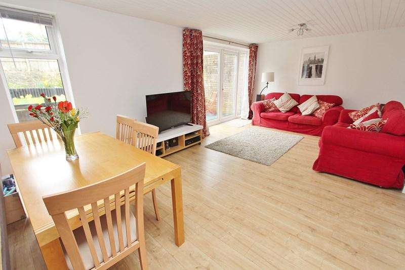 3 Bedrooms Town House for sale in Bristol Road, Keynsham, Bristol