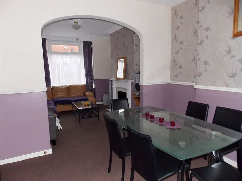 3 Bedrooms Terraced House for sale in Cromwell Road, South Bank, Middlesbrough,TS6 6JH
