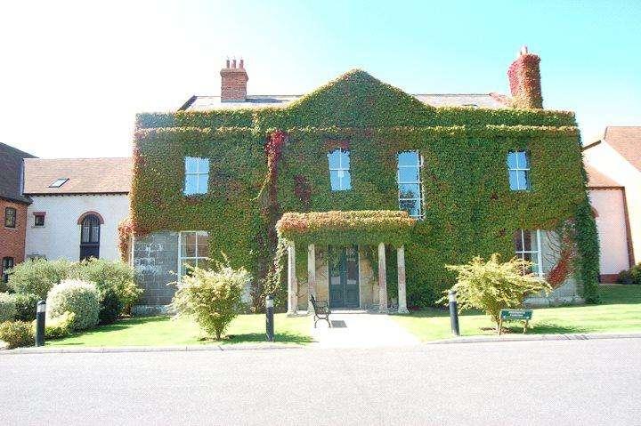 2 Bedrooms Retirement Property for sale in Motcombe Grange, Motcombe, Shaftesbury, SP7