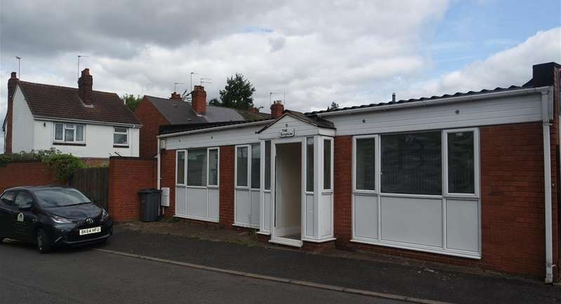 2 Bedrooms Bungalow for sale in Carden Close, West Bromwich