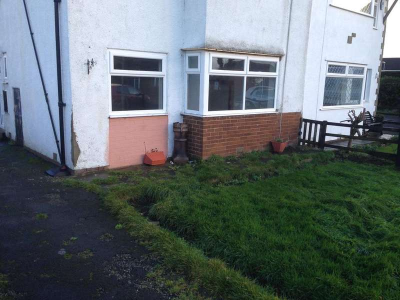 3 Bedrooms Semi Detached House for rent in Tyersal Park, Bradford BD4