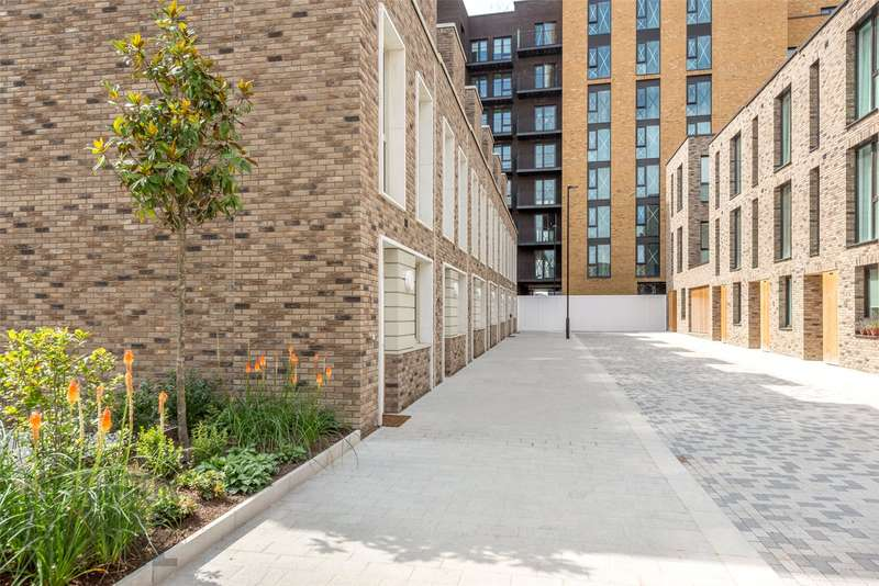 3 Bedrooms Apartment Flat for sale in Latitude Building, Royal Wharf, Royal Docks, London, E16
