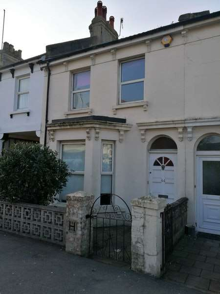 6 Bedrooms House Share for rent in Susans Road, Eastbourne, East Sussex, BN21