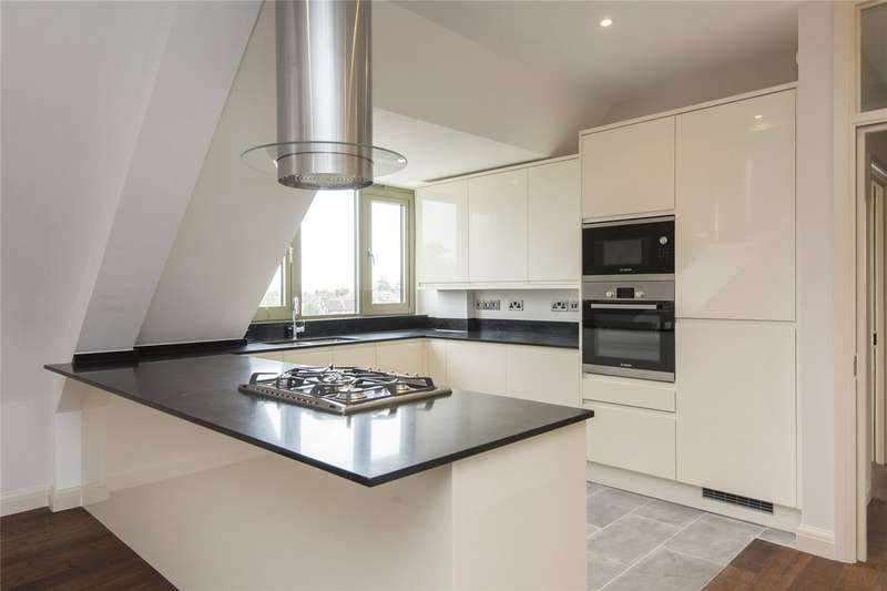 3 Bedrooms Flat for rent in Wanstead High Street, London, E11