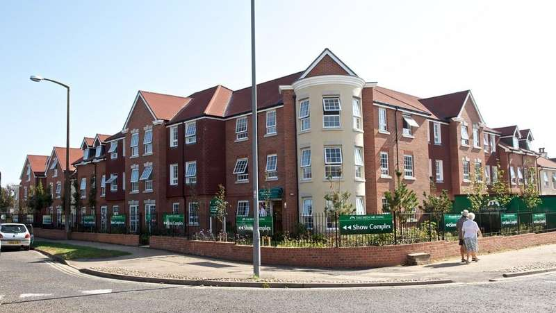 2 Bedrooms Apartment Flat for sale in Church Street, Littlehampton