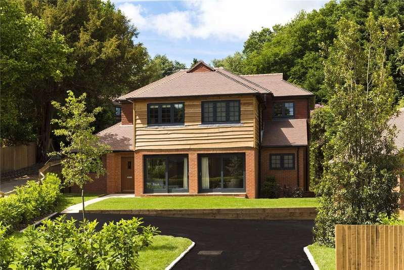 4 Bedrooms Detached House for sale in Roffes Lane, Caterham, Surrey, CR3