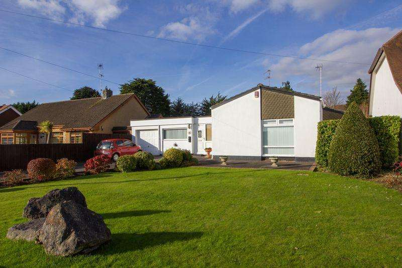 3 Bedrooms Detached Bungalow for sale in Evenlode Avenue, Penarth