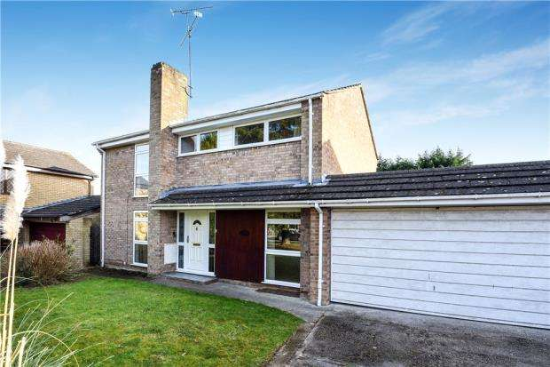 4 Bedrooms Link Detached House for sale in Retford Close, Woodley, Reading