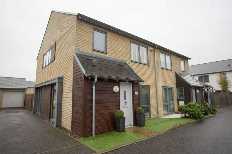 3 Bedrooms Semi Detached House for sale in Teal Drive, St Mary`s Island, Chatham