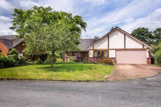 3 Bedrooms Detached Bungalow for sale in The Moorings, Alrewas