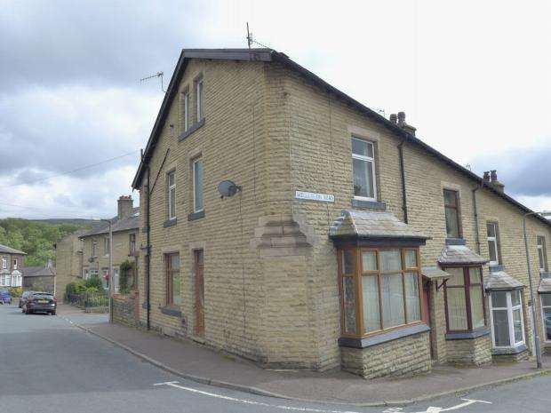 3 Bedrooms End Of Terrace House for sale in Wellington Road Todmorden