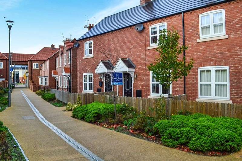 2 Bedrooms Terraced House for sale in Village Green Way, Kingswood Parks, Hull, HU7