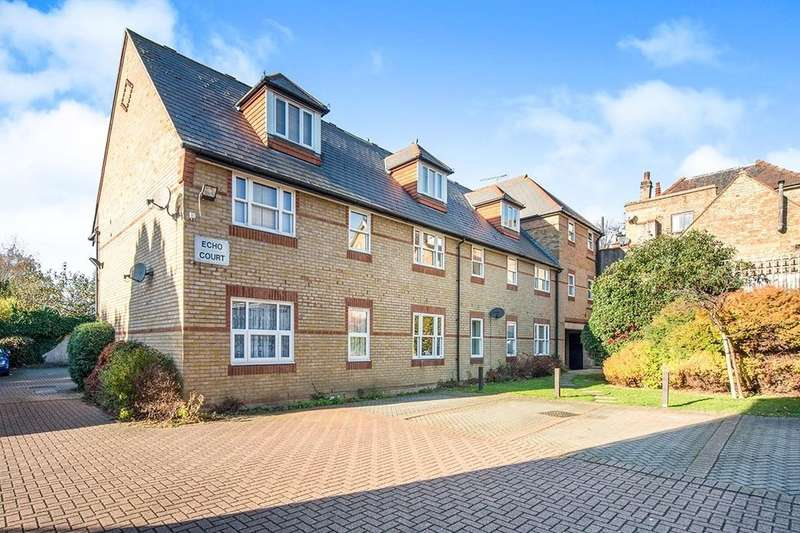 2 Bedrooms Flat for sale in Sun Lane, Gravesend, DA12
