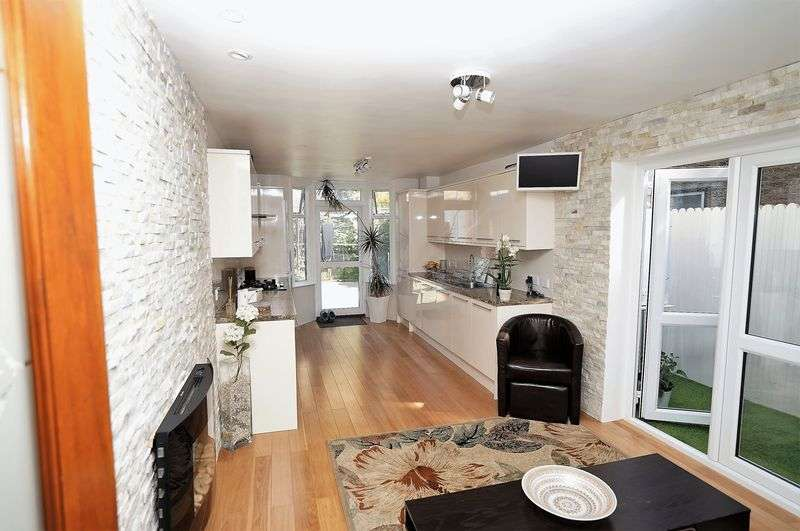 3 Bedrooms Property for sale in Chaucer Road, London