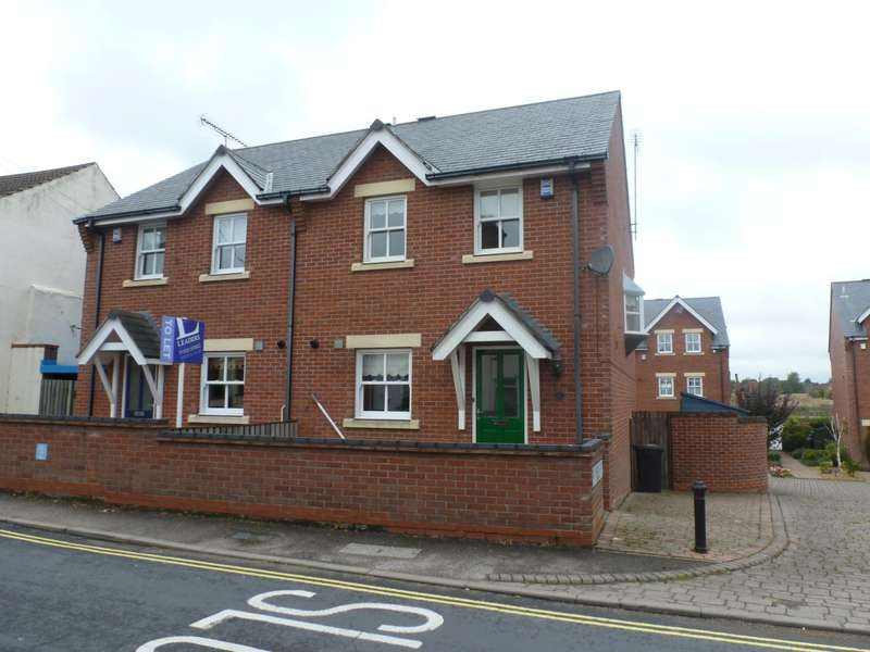 3 Bedrooms Semi Detached House for rent in Commodore Road, Oulton Broad, Lowestoft