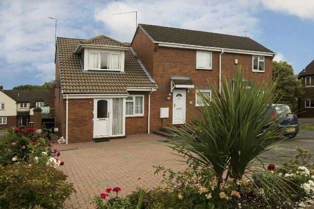 2 Bedrooms End Of Terrace House for sale in Colmworth Close, Lower Earley, Reading,