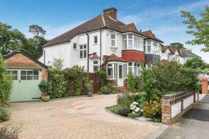 3 Bedrooms Semi Detached House for sale in Wilmar Gardens, West Wickham