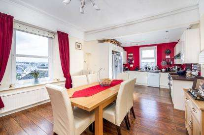 4 Bedrooms Flat for sale in St. Lukes Road North, Torquay, Devon