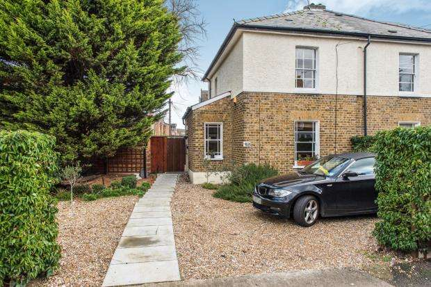 2 Bedrooms Semi Detached House for sale in Kingston Upon Thames, Surrey, England