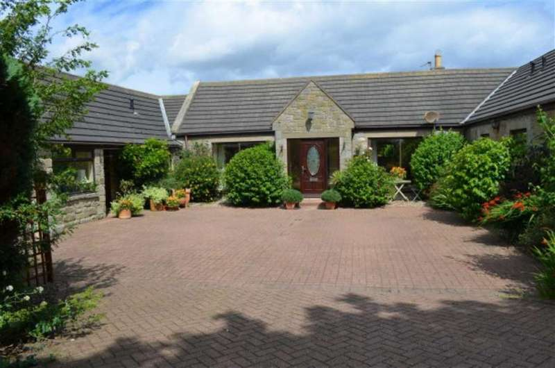 4 Bedrooms Bungalow for sale in The Fairway, High Hauxley, Morpeth