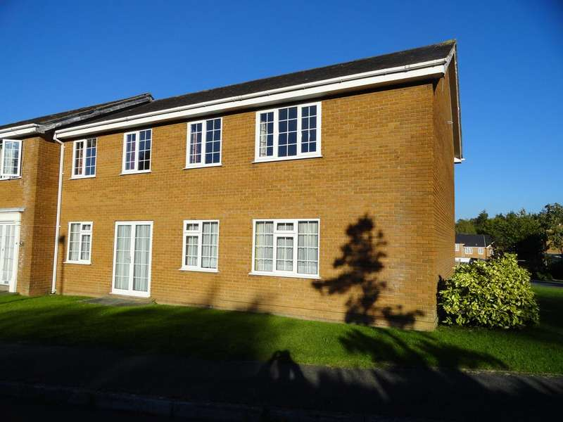 2 Bedrooms Ground Flat for sale in GLANTRAETH, BANGOR LL57