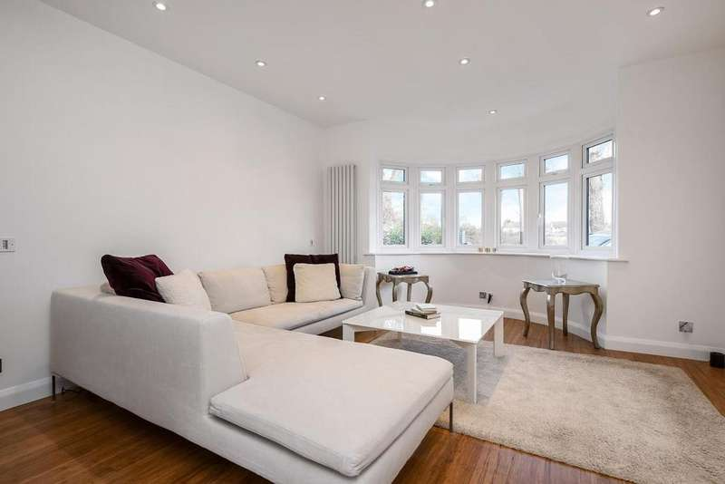 3 Bedrooms Semi Detached House for sale in Eastbrook Road, Blackheath