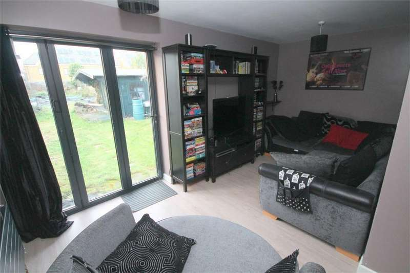 3 Bedrooms Semi Detached Bungalow for sale in Conway Road, Whitton, Middlesex