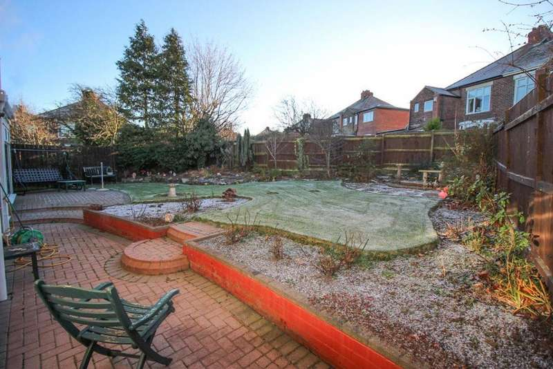 3 Bedrooms Semi Detached House for rent in Lulworth Gardens
