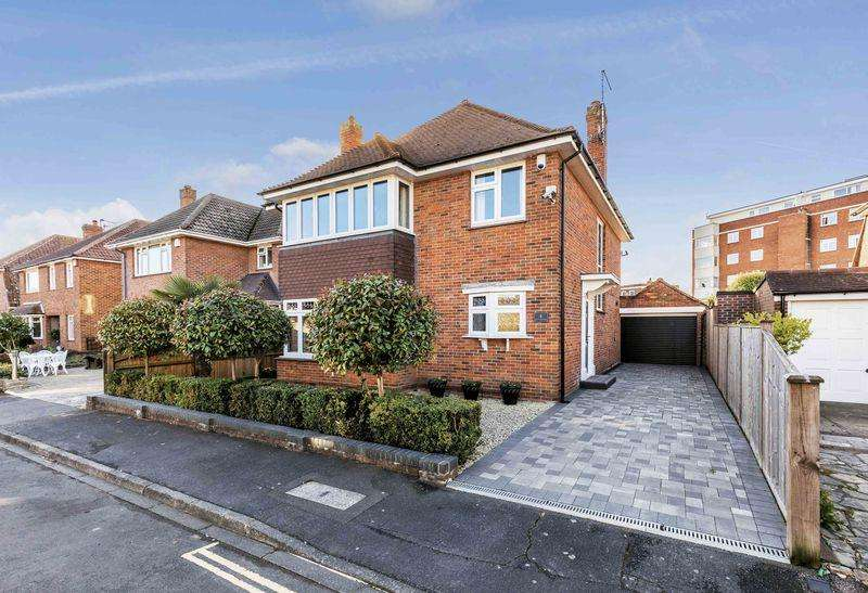 4 Bedrooms Detached House for sale in St. Helens Close, Southsea
