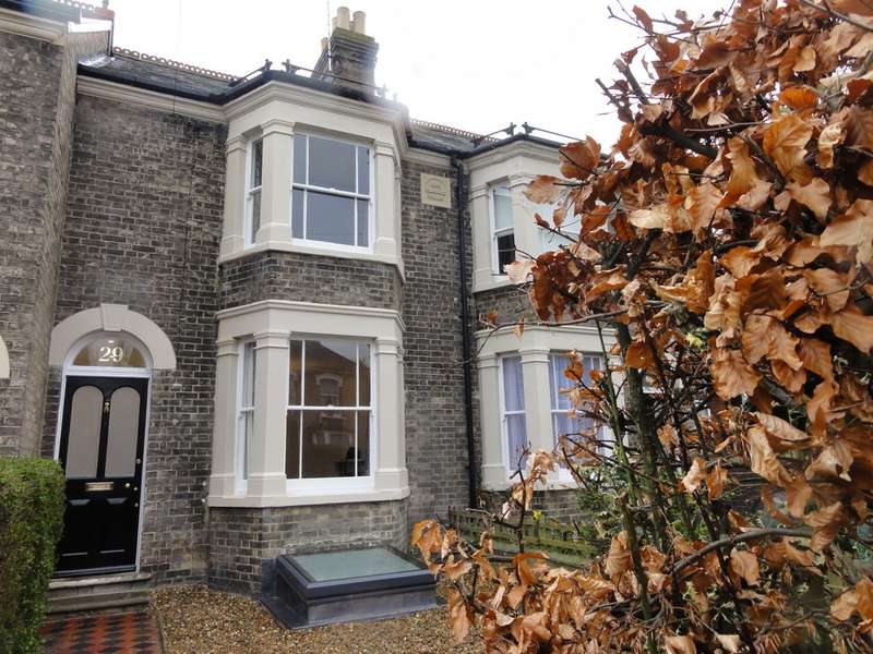 3 Bedrooms Terraced House for rent in Albert Crescent, Bury St Edmunds IP33
