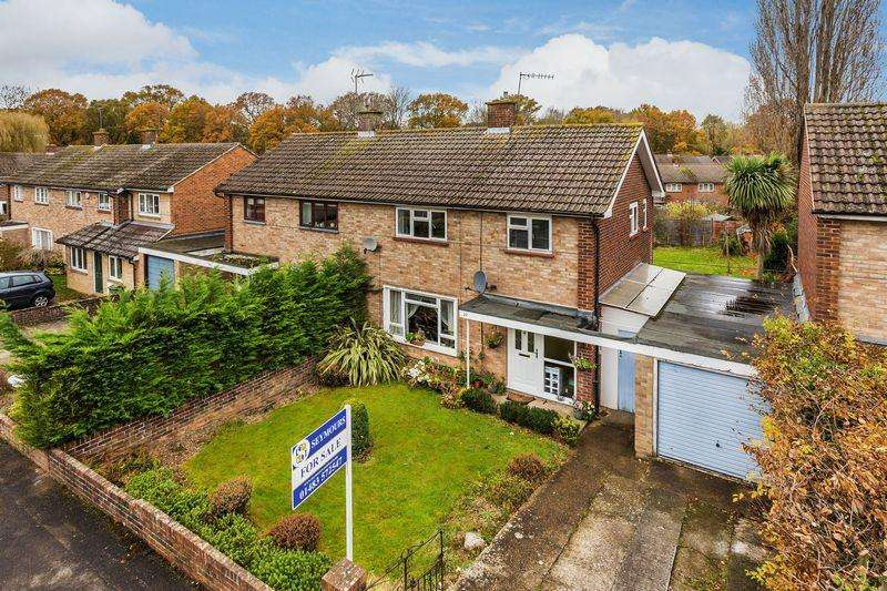 3 Bedrooms Semi Detached House for sale in Blackwell Avenue, Guildford