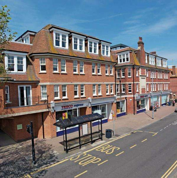 2 Bedrooms Apartment Flat for rent in Downs Court - Eastbourne