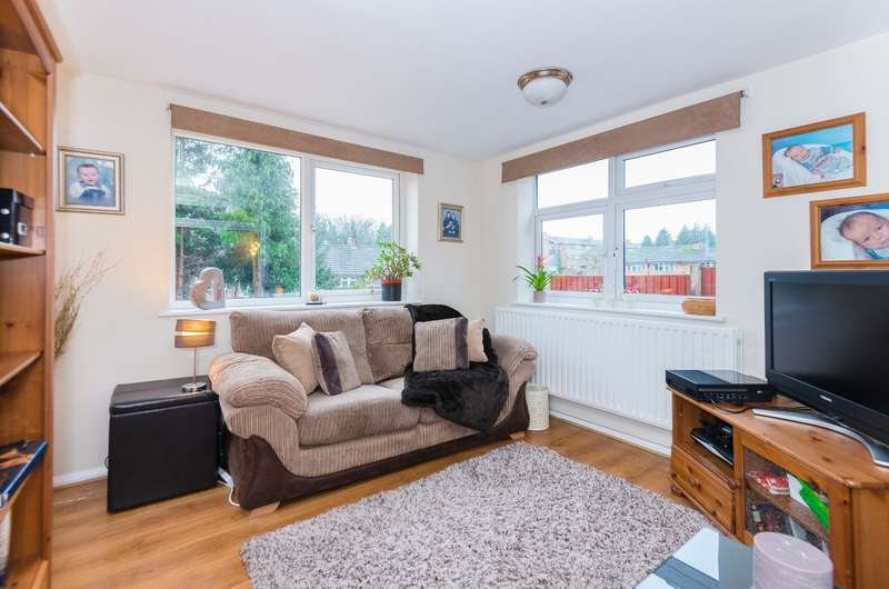 3 Bedrooms Semi Detached House for sale in Longcroft Road, Maple Cross, Rickmansworth